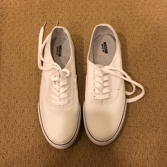 76d1f0415ff Target Mossimo white sneakers. M 5ae665d100450fe743f22bd7